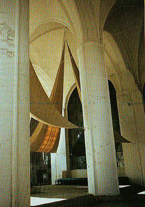 Bild 7 Akustiksegel in einem Kirchenraum