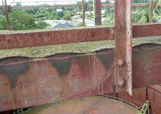 Abb. 17: Spaltkorrosion, Laufgang am Gasbehälter Demmin. [Aufnahme Lorenz 2009]
