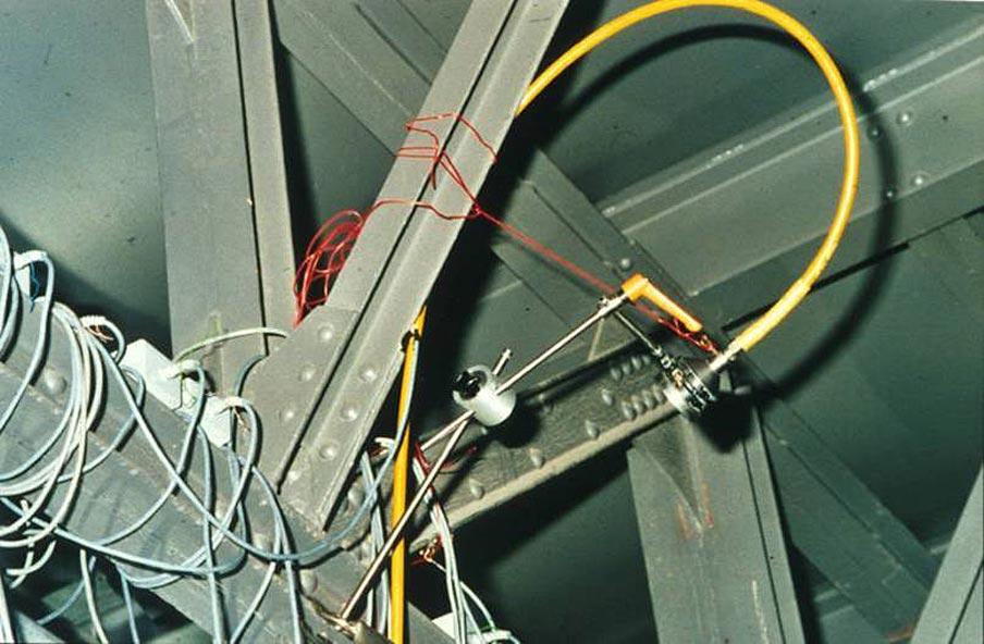 Abb. 29: Riss-Untersuchung eines nicht zugänglichen Knotenblech-Bereichs durch Durchstrahlung, Berlin, Hochbahnlinie 1 [Aufnahme Lorenz 1999]
