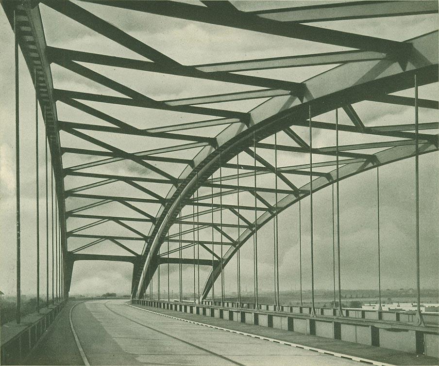 Abb. 4: Reichsautobahn am Kaiserberg, bei Duisburg, errichtet 1935-36. [Deutscher Stahlbau-Verband 1937, S.60]
