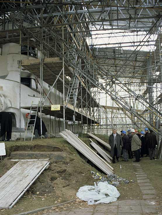 Abb.5 Einsteinturm Potsdam, nach Einrüstung 1998 ...