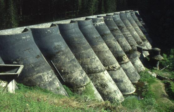 Abb. 43 Wasserseite der Linachtalsperre Vöhrenbach