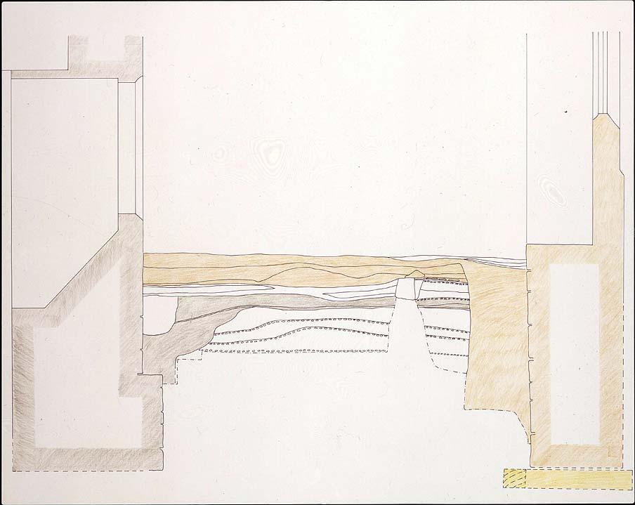 Abb 4: Duderstadt, Rathaus, Profil 2, Westprofil in der Laube mit ergrabenen Fundamenten und Markplatzoberflächen (immer wieder erneuerte Befestigung mit aufgetragenen kleinen Steinchen) vor dem Kaufhausbau sowie dem Fundament der Laube von 1532 auf einer Holzrostgründung. Die Baugrube für den Kaufhausbau 1303 ist grau hinterlegt, die Baugrube für die Laube hellbraun