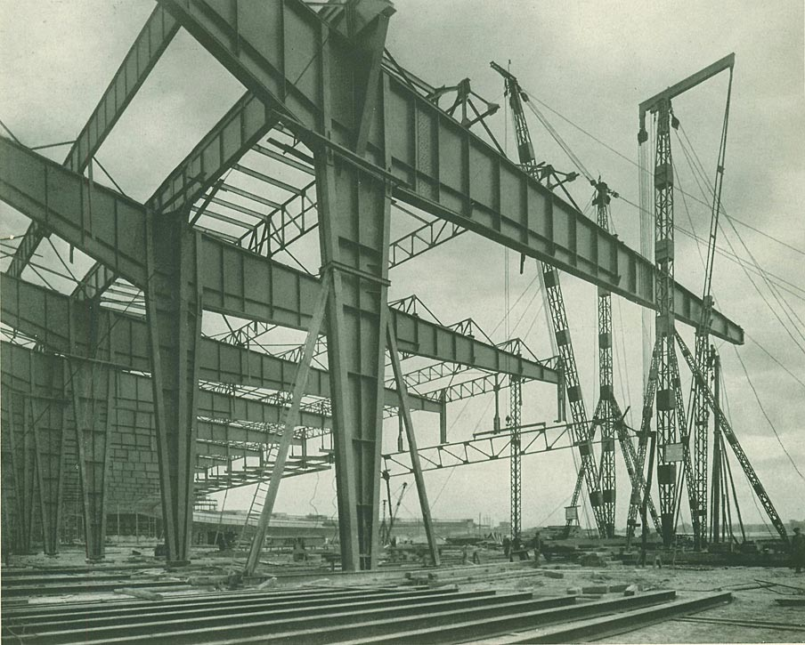 Abb. 5: Flughafen Berlin-Tempelhof, im Bau, 1938. [Deutscher Stahlbau-Verband 1939, S.132]