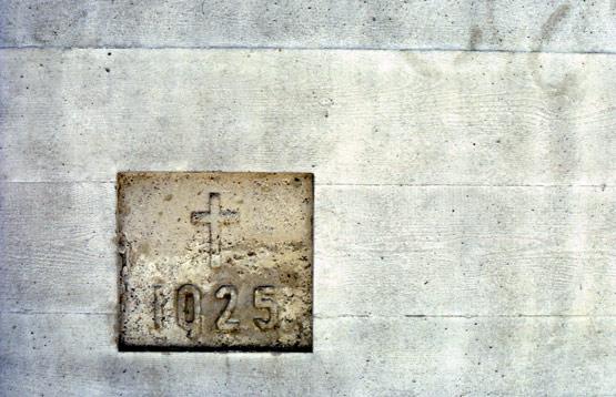Abb. 21 Antoniuskirche Basel bauzeitlicher Beton mit Jahreszahl 1925, gerahmt vom Mehrauftrag des Reparaturbetons