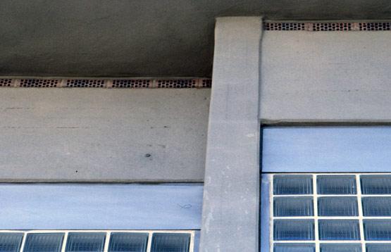 Abb. 23 Im Jahr 1986 instand gesetzte und ganzflächig mit einer Schlämme beschichtete Betonfassade des Silchersaales der Liederhalle Stuttgart